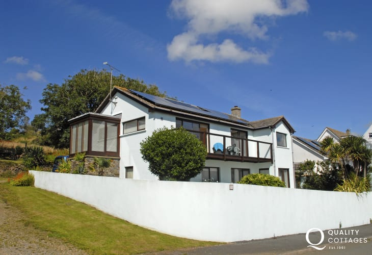 Solva modern upside down house with sea views - dog friendly
