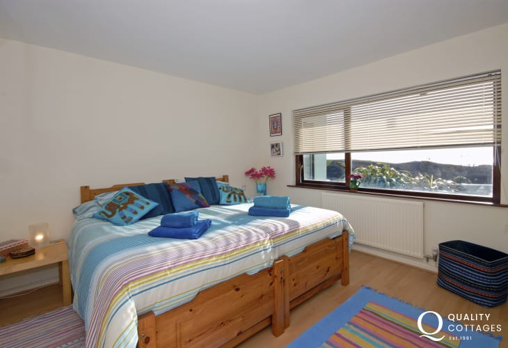 Pembrokeshire family holiday house - king size bedroom with sea views