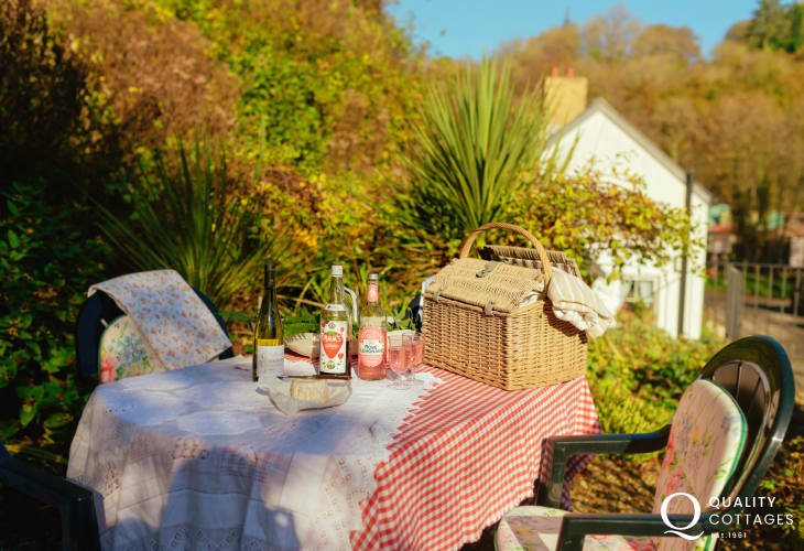 Cottage holiday close by Little Valley Bakery-garden