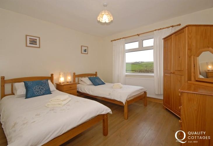 Porthgain cottage sleeps 8 - ground floor twin