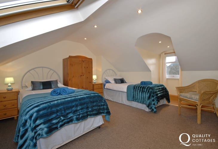 Porthgain cottage sleeps 8 - first floor twin