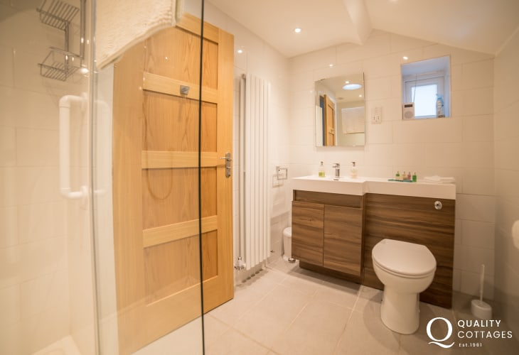 Llyn Peninsula holiday house bathroom
