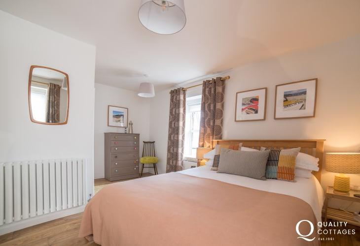 Luxury coastal cottage Llyn Peninsula - double bedroom
