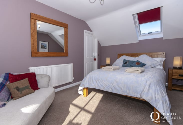 St Davids holiday cottage - master double bedroom
