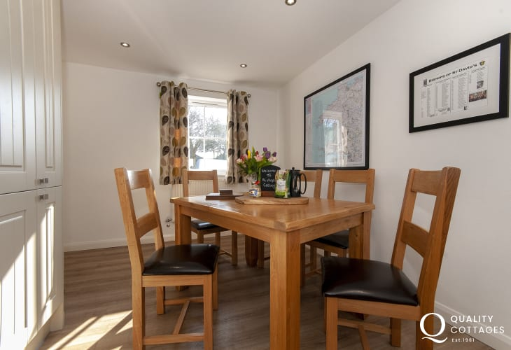 luxury North Pembrokeshire holiday cottage - kitchen/diner