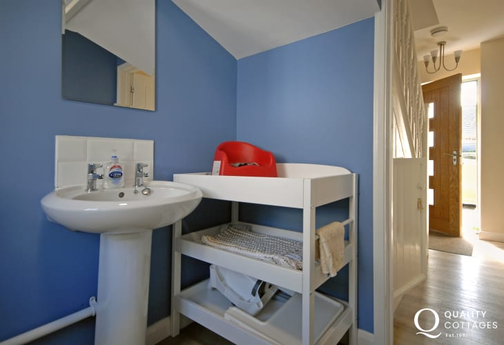 Holiday cottage in the centre of St.Davids, Pembrokeshire - Ground floor shower room with baby changing unit.