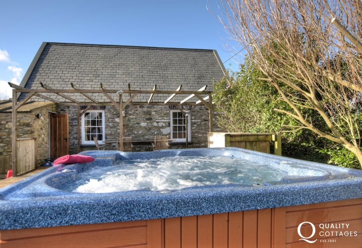 Cottage with hot tub Pembrokeshire - ext
