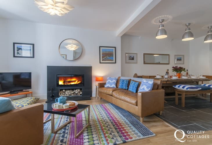 Coastguards House St Davids - stylish dining for family gatherings