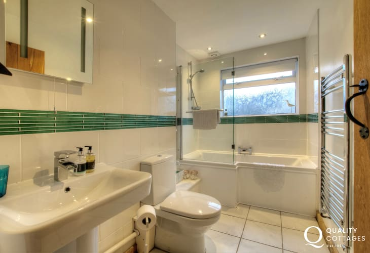 Holiday cottage St Davids town centre - bathroom