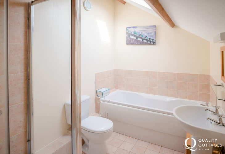 Three Cliffs Bay holiday - bathroom