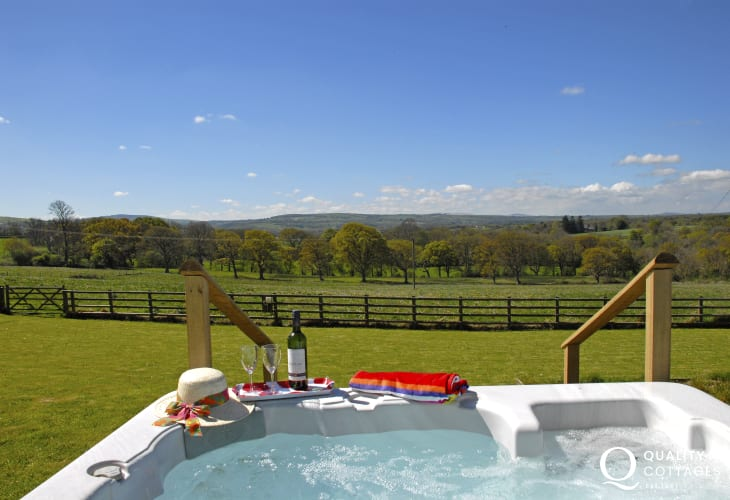 Cardiganshire holiday cottage with hot tub