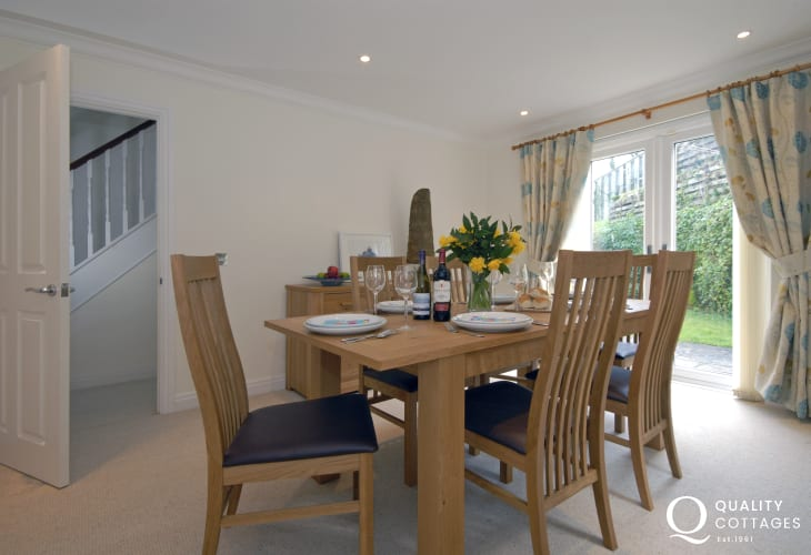 Little Haven holiday home - dining room