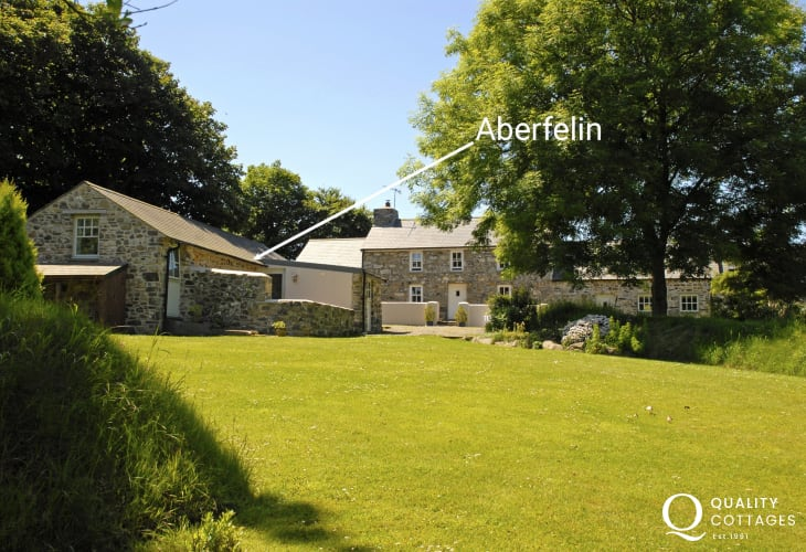 North Pembrokeshire cottage for two with large gardens