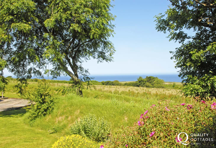 North Pembrokeshire holiday cottage with shared gardens and sea views