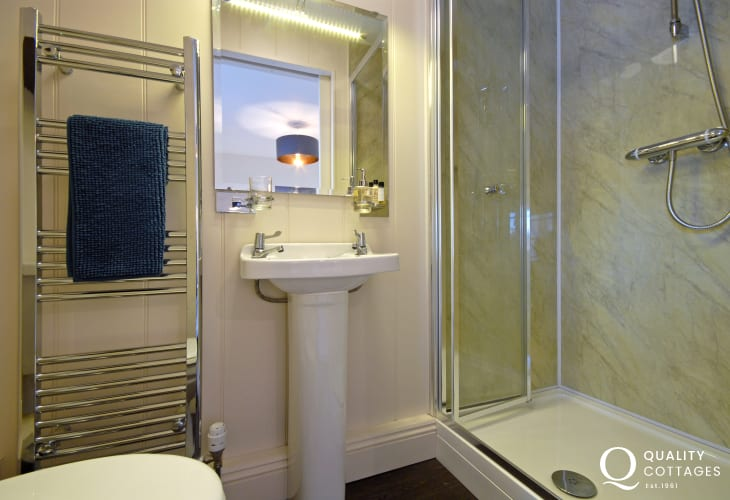 King size en-suite shower