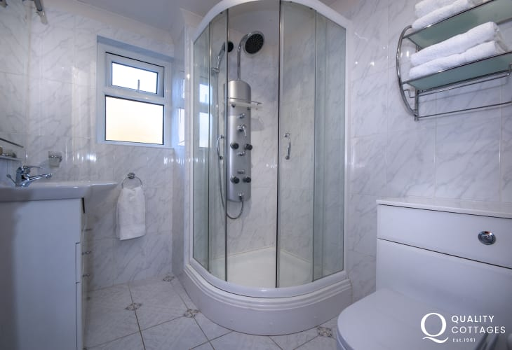 Aeron Valley holiday cottage - family shower room on ground floor