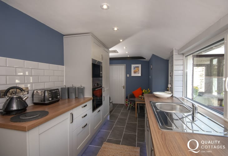 Self catering  holiday cottage near Aberaeron - modern galley style kitchen
