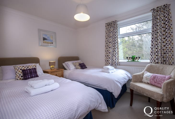Aberaeron holiday cottage sleeping 6 - ground floor twin