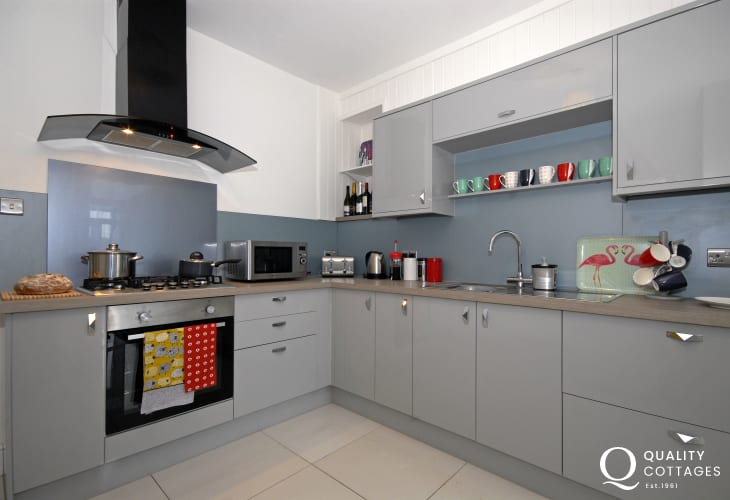 Self catering townhouse in Fishguard - modern well equipped kitchen