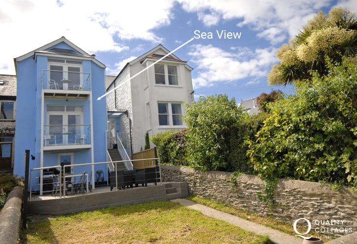 Fishguard Harbour holiday home with garden - dogs welcome