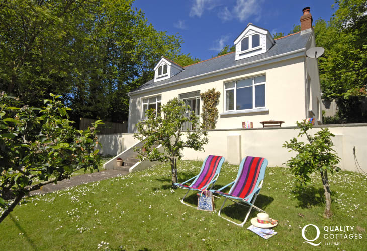 Dale holiday cottage for 6 guests - gardens