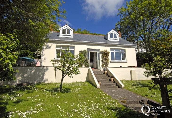 Dale holiday cottage with gardens - pets welcome