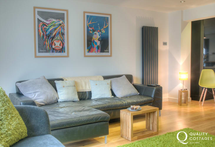 Holiday St Davids - open plan lounge