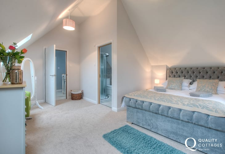 St Davids holiday home - double bedroom