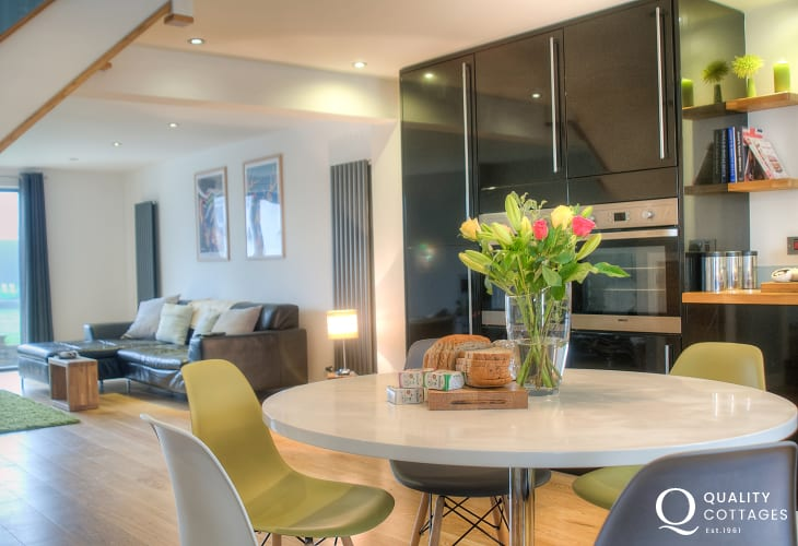 Holiday home St Davids - open plan kitchen diner