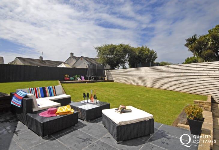 Modern St Davids holiday home - garden