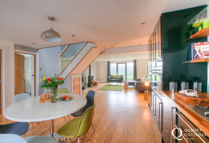 North Pembrokeshire holiday home - open plan kitchen diner