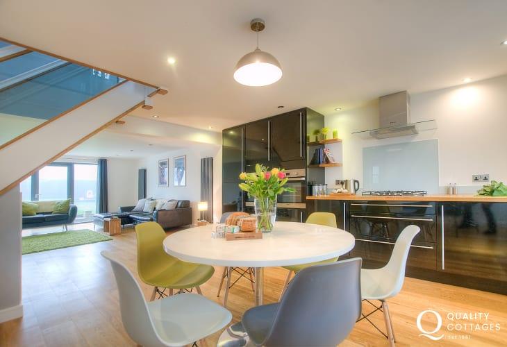 Cottage holiday St Davids - open plan kitchen diner