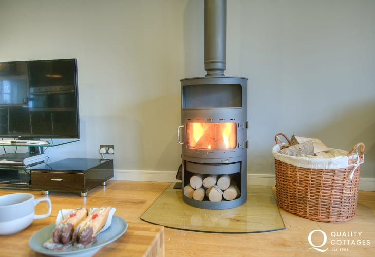 St Davids modern cottage holiday - open plan lounge