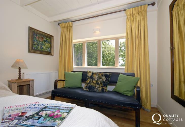 Abermawr Cottage - cosy master bedroom