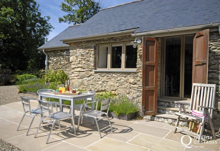 Rural retreat near Abermawr, North Pembrokeshire - patio gardens