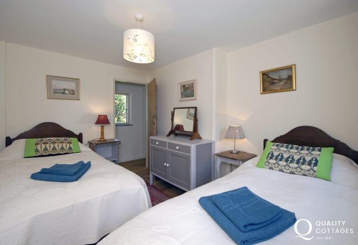 Abermawr holiday cottage sleeps 6 - twin