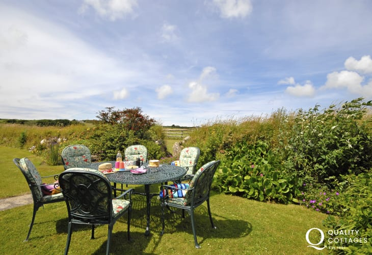 Rural Pembrokeshire cottage with private gardens