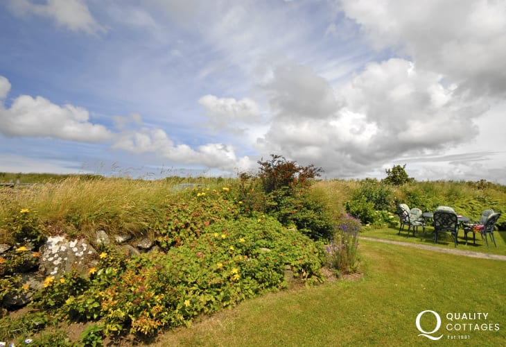 Rural Pembrokeshire cottage with private rear gardens