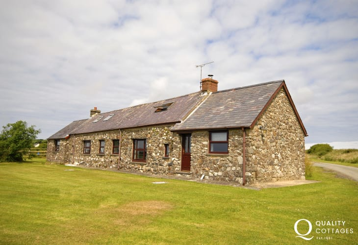 Pet friendly Pembrokeshire converted barn in lovely tranquil location