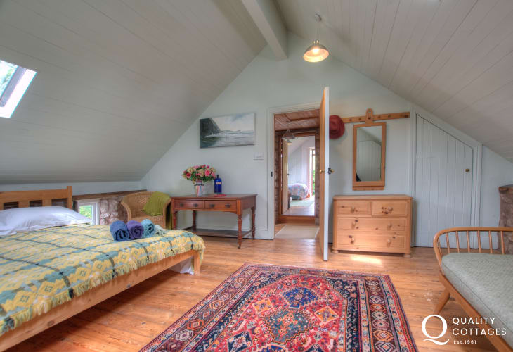 Gower holiday cottage - bedroom