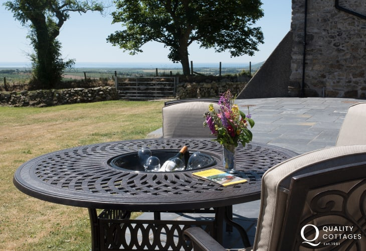 Pet friendly Holiday cottage Llyn Peninsula  - patio