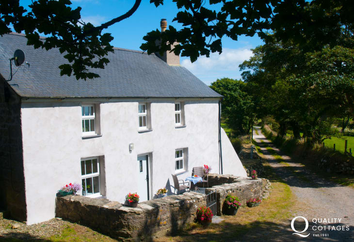 Pet friendly holiday cottage Llyn Peninsula  - ext