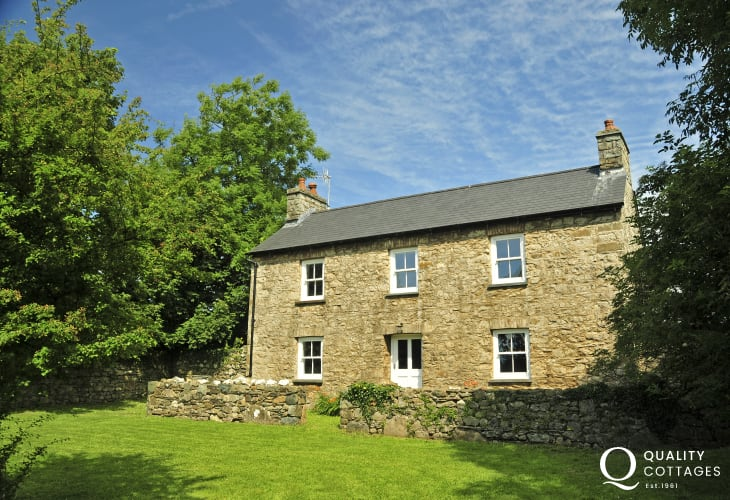 Luxury Pembrokeshire cottage holiday - exterior