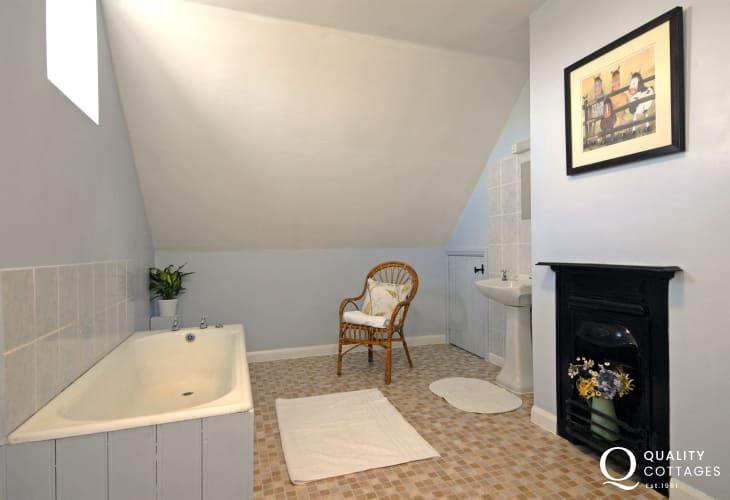 St Davids holiday home - spacious family bathroom