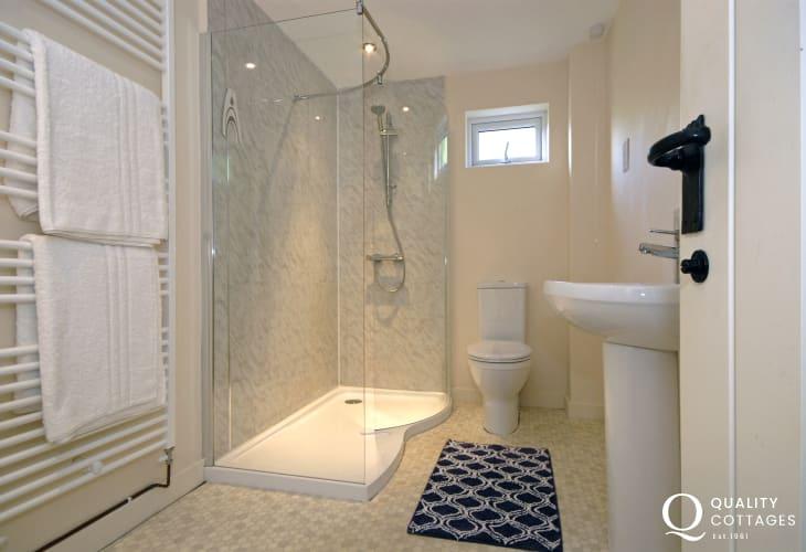 St Davids holiday home - ground floor modern shower room