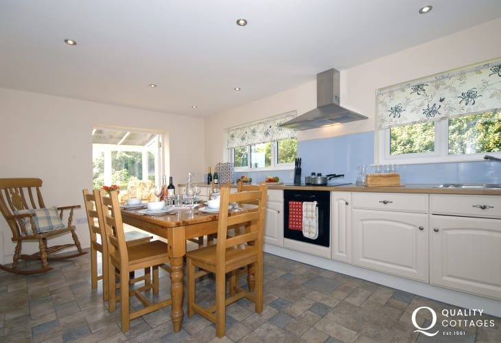St Davids holiday home with fully equipped kitchen/diner