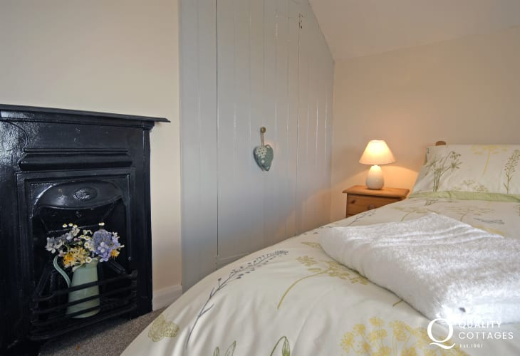 Pembrokeshire holiday cottage master bedroom