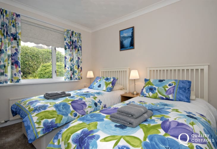 North Pembrokeshire holiday home sleeps 6 - twin