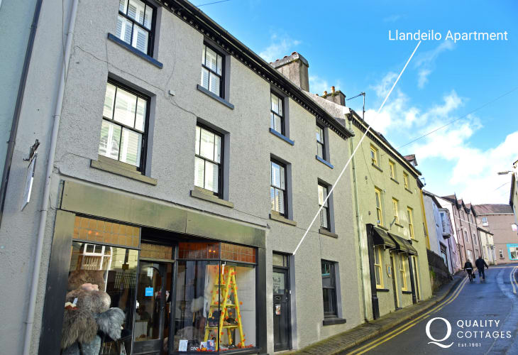 A fashionable duplex with a boutique hotel vibe in the smart County Town of Llandeilo