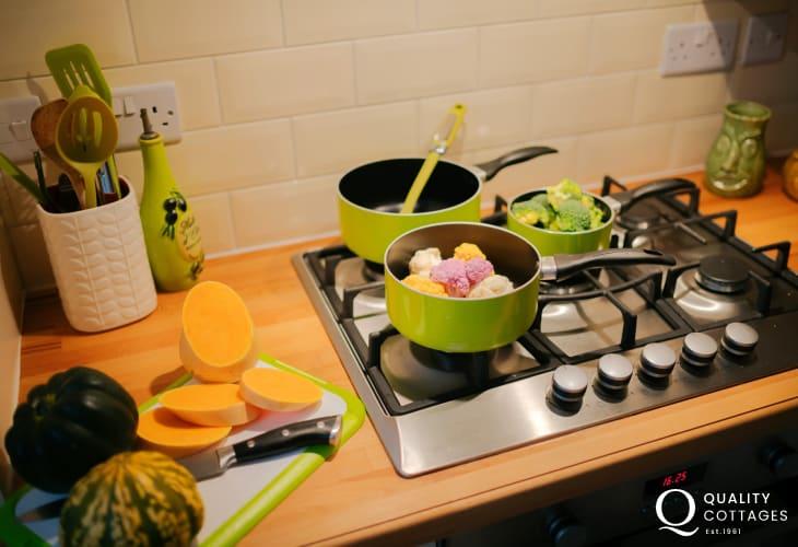 The Knab Mumbles cottage - kitchen